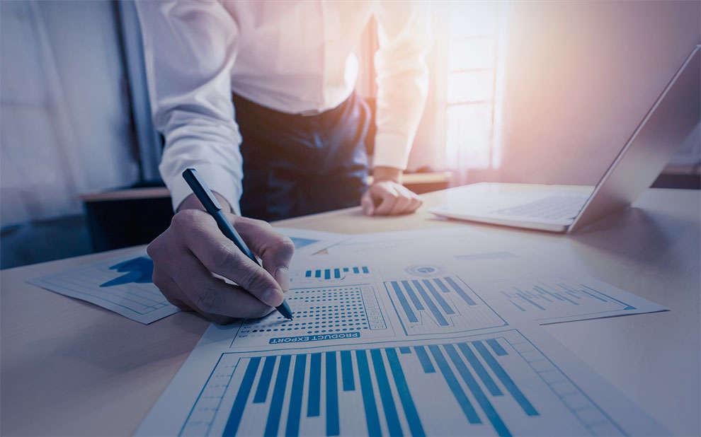 Estudo internacional avalia como bancos auxiliaram clientes preferenciais na crise da Covid-19