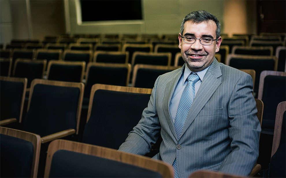 Professor recebe prêmio internacional por trabalho em prol de ampliação de intercâmbio com a China